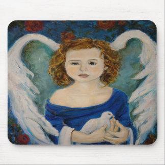 Ángel de la paz que sostiene una paloma Mousepad Alfombrilla De Ratón