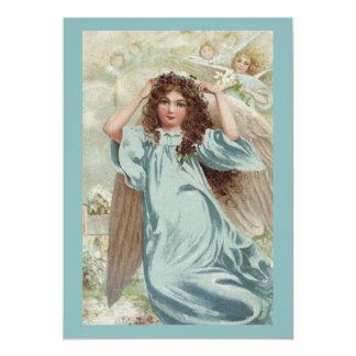 Ángel en guirnalda azul del vestido y de la flor invitación 12,7 x 17,8 cm