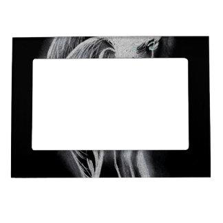 Ángel oblicuo invertido en blanco y negro foto de imanes
