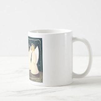 Ángeles de risa y taza de café del gatito