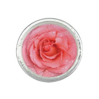 Anillo Descensos rosados románticos del agua color de