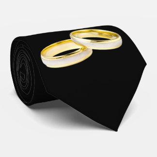 Anillos de bodas del oro en negro corbata