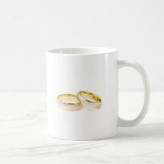 anillos de bodas tazas de café