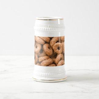 Anillos del cereal del chocolate jarra de cerveza