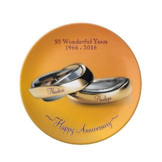 Aniversario de boda de oro de los anillos de oro plato de porcelana