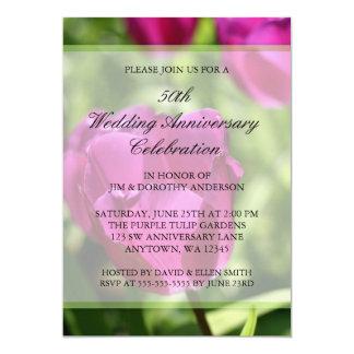 Aniversario de boda púrpura de los tulipanes 50.os invitación 12,7 x 17,8 cm