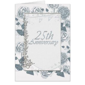 Aniversario de plata que celebra 25 años de rosas tarjetón