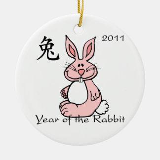 Año chino del ornamento del conejo adorno navideño redondo de cerámica