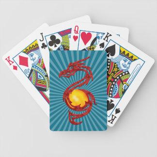Año chino del rojo metálico del dragón barajas de cartas
