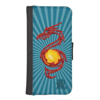 Año chino del rojo metálico del dragón fundas cartera para teléfono