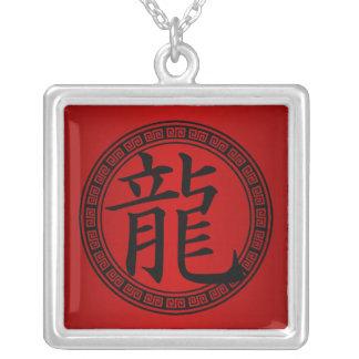 Año chino del símbolo del dragón B/R Colgante Cuadrado