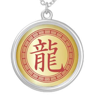 Año chino del símbolo del dragón R/G Colgante Redondo