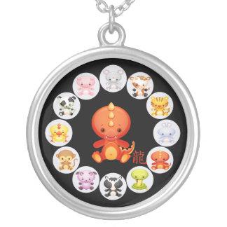Año chino del zodiaco del dragón pendiente personalizado