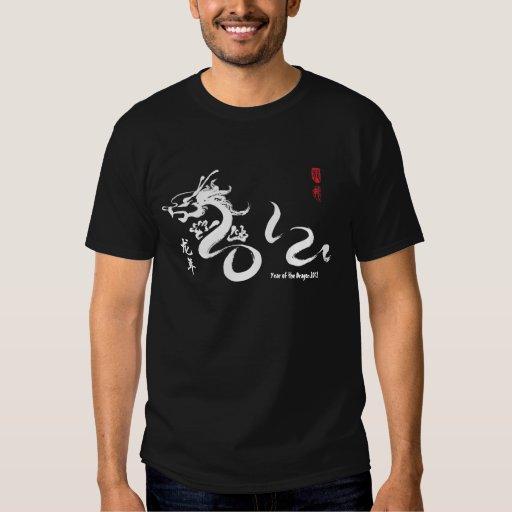 Año de la caligrafía del blanco del dragón 2012 camisetas