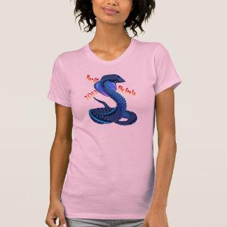Año de la camisa Serpiente-indicada con letras