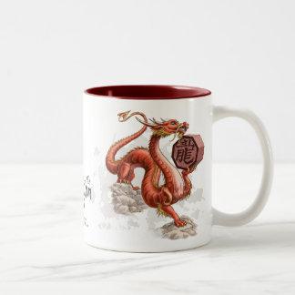 Año del arte chino del zodiaco del dragón taza de dos tonos