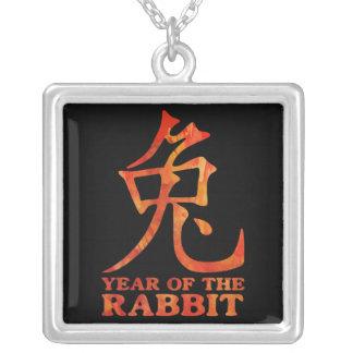 Año del collar del símbolo del conejo