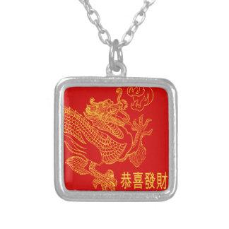 Año Nuevo 2015 del dragón chino rojo del zodiaco Collar Plateado