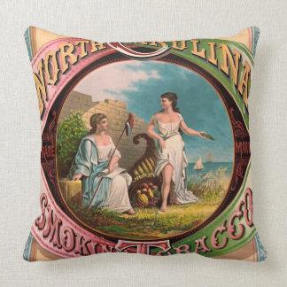 Anuncio 1879 del tabaco de Carolina del Norte Cojín Decorativo