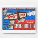 Anuncio retro del arma del anillo del humo del jug alfombrilla de raton