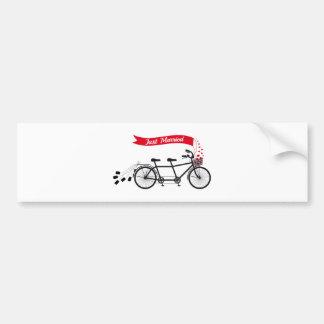 Apenas casado, casando la bicicleta en tándem etiqueta de parachoque