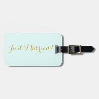 Apenas casado en etiqueta del equipaje del viaje