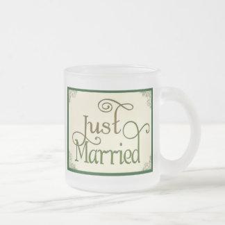 Apenas casado en fuente de la diversión del remoli tazas de café
