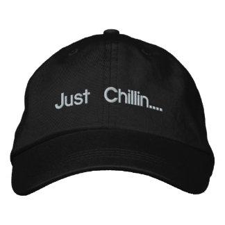 Apenas Chillin…. Gorro Bordado