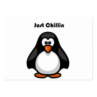 Apenas dibujo animado del pingüino de Chillin Tarjetas De Visita Grandes