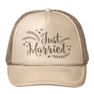 Apenas el casarse floral de oro elegante casado de gorras