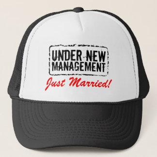 Apenas gorras casados el   bajo nueva gestión