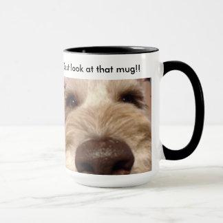 Apenas mire esa taza, taza de café.