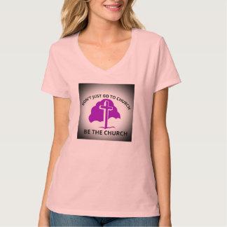 Apenas no van a la iglesia sean las mujeres de la camiseta
