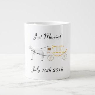 Apenas taza casada con el caballo y el carro