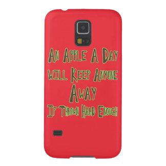 Apple al día - cita divertida, fondo rojo funda para galaxy s5