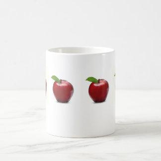 Apple rojo asalta taza de café