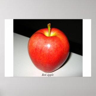 Apple rojo en el fondo blanco-negro póster