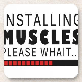 Aptitud y músculos del gimnasio posavasos
