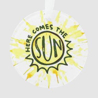Aquí viene el ornamento de Sun