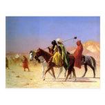 Árabes que cruzan el desierto por la postal de