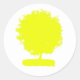 Árbol amarillo extraño pegatina redonda