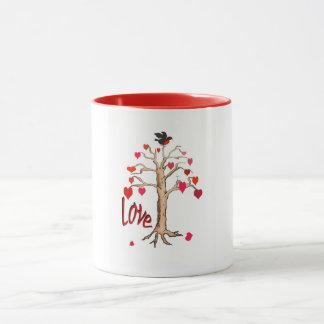 Árbol de amor con los corazones del amor, taza