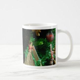 Árbol de la decoración de la alegría del navidad taza de café