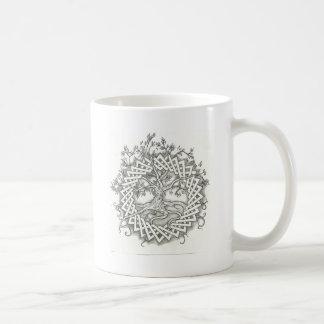 Árbol de la vida en diseño céltico taza básica blanca