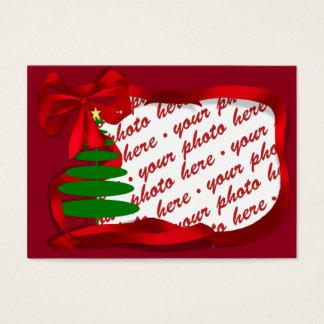 Árbol de navidad con el marco rojo de la foto de tarjeta de negocios