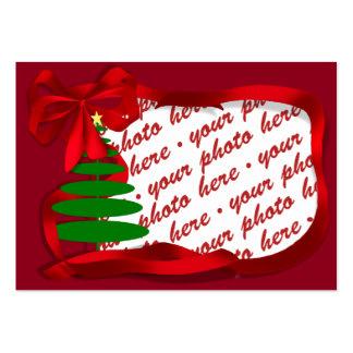 Árbol de navidad con el marco rojo de la foto de tarjetas de visita grandes