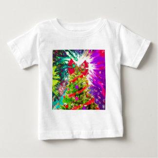 Árbol de navidad en colores completos camiseta de bebé