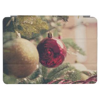 Árbol de navidad y decoración cubierta de iPad air