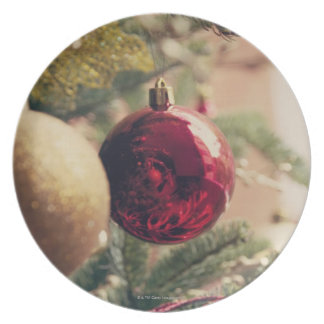 Árbol de navidad y decoración plato