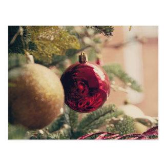 Árbol de navidad y decoración postal